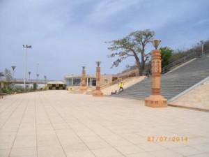Monument de la renaissance, vue de l'esplanade extérieure