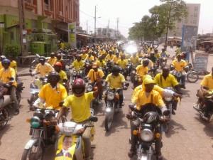 les Zémidjan ou conducteurs de moto à deux roues, moyens de communication politique très utilisés en cette période de campagne électorale